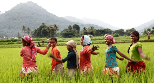 IND-SG59_girls dancing in field_low-res2